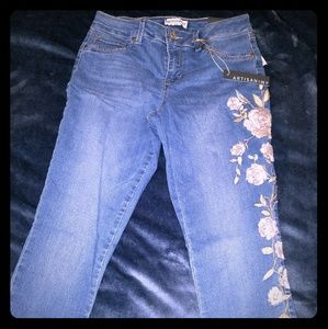 BNWT Artisan Ny Floral Embroidered Skinny Jeans 8